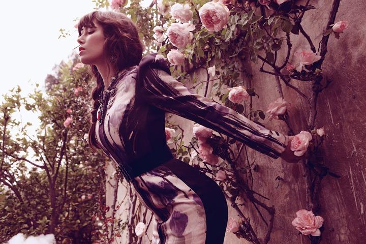 Jessica-Biel-by-Dusan-Reljin-Love-In-Bloom---US-InStyle-August-2012-4