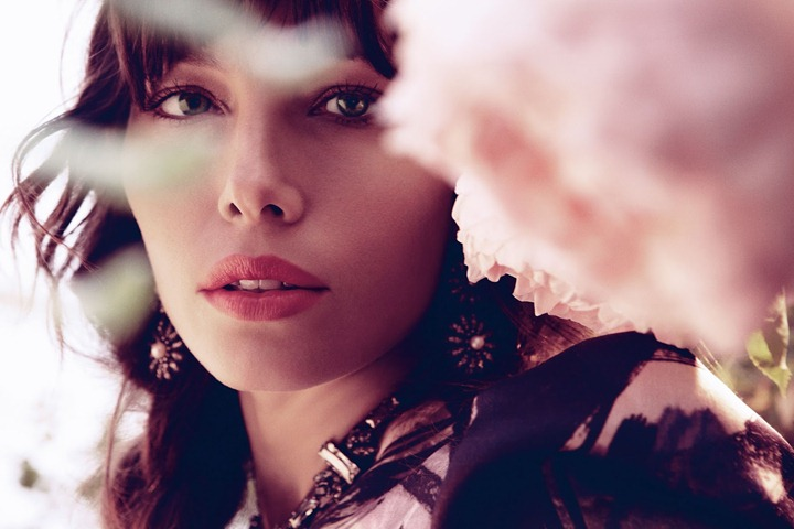Jessica-Biel-by-Dusan-Reljin-Love-In-Bloom---US-InStyle-August-2012-5