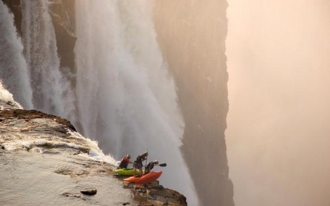 5704455-R3L8T8D-650-autumn_men_kayak_waterfalls_red_bull_illume_2048x1365_wallpaper_Wallpaper_2560x1600_www.wall321.com