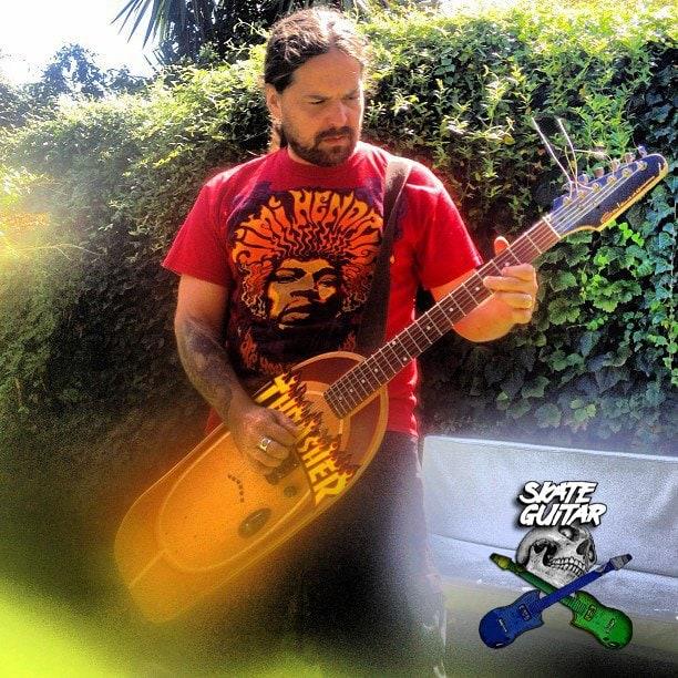 skate_guitar11