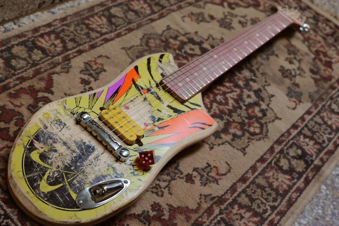 skate_guitar17