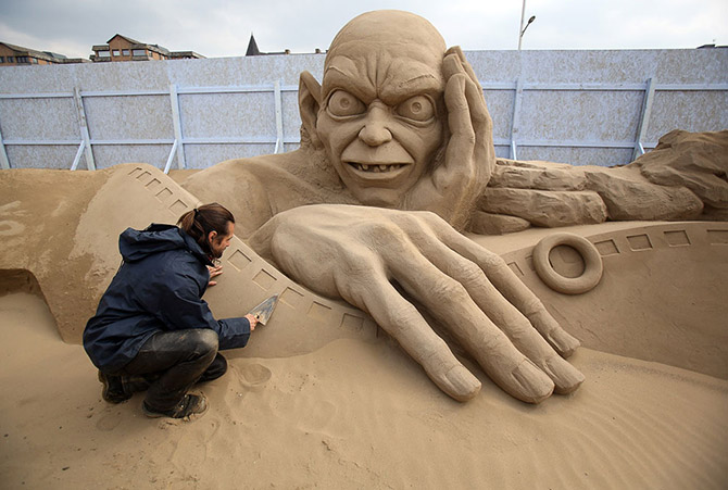 """""""Sand Sculpture"""" Festival in England"""