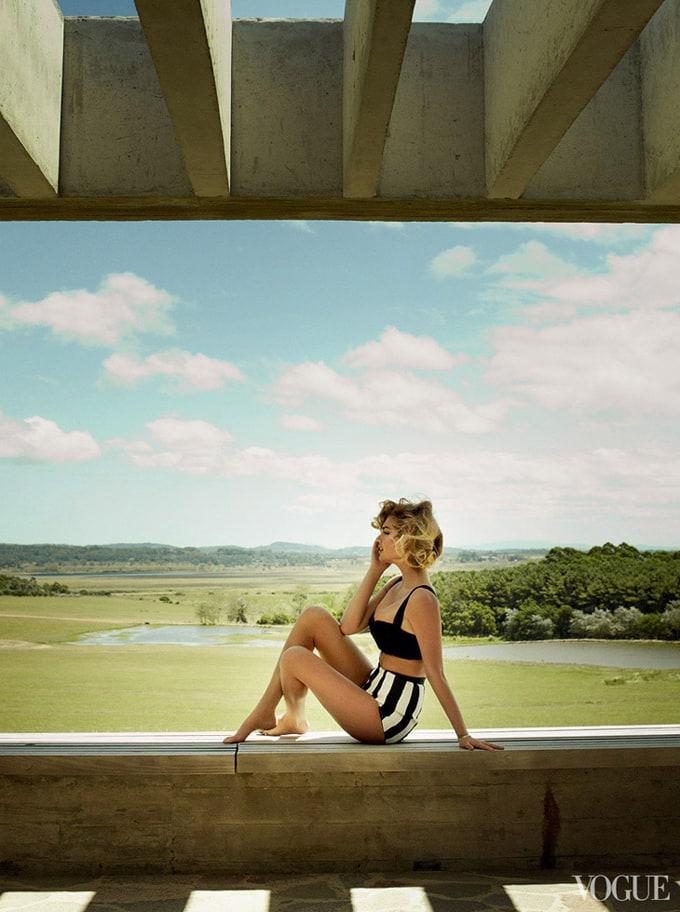Kate-Upton-Vogue-US-Mario-Testino-09