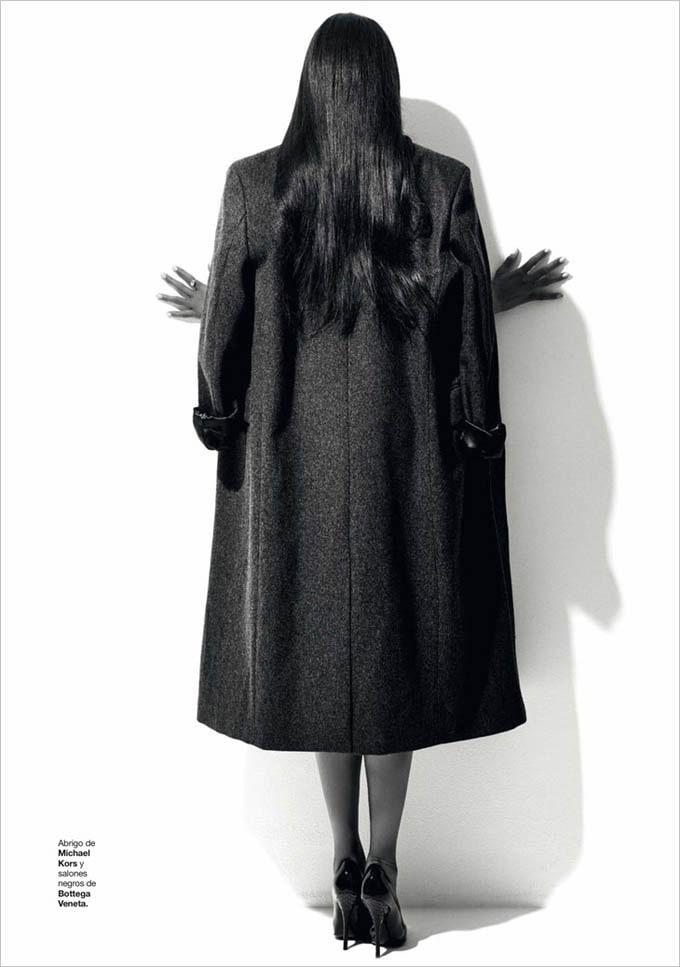 Naomi-Campbell-Harpers-Bazaar-Spain-Xevi-Muntane-02