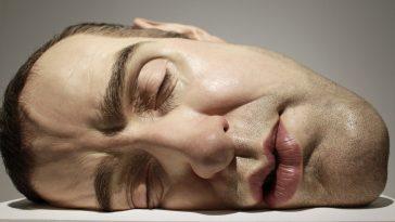 Ron Mueck crea impresionantes esculturas gigantes 4