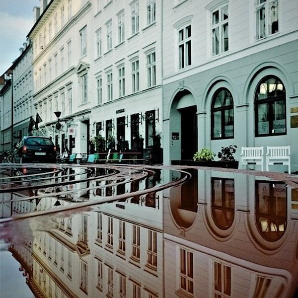 urban_mirrored_streets_10