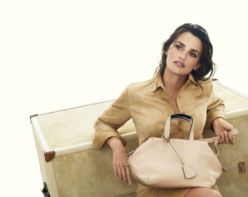 800x635xpenelope-cruz-loewe-spring-ads3.jpg.pagespeed.ic.3oSa3vS2YO