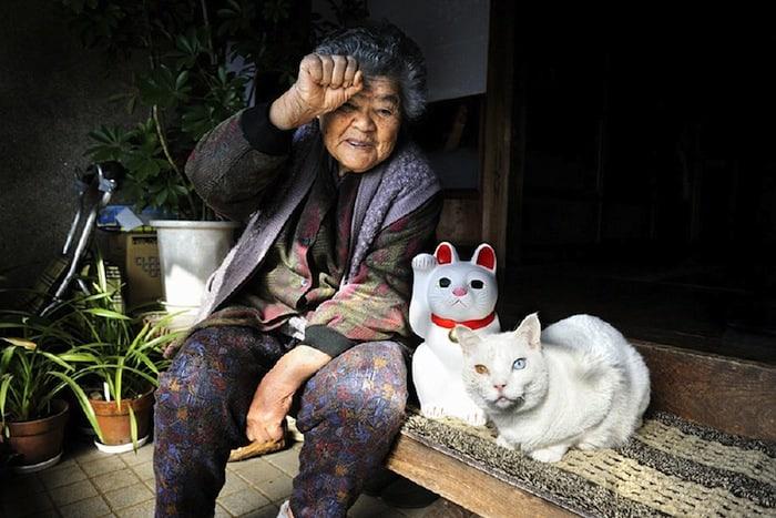 grandmother-and-cat-miyoko-ihara-fukumaru-13