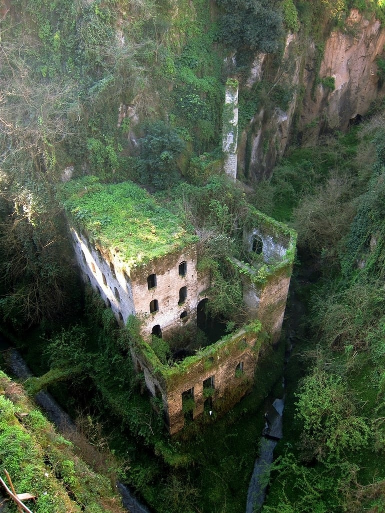 top 33 most beautiful abandoned places in the world 23 The 33 Most Beautiful Abandoned Places In The World