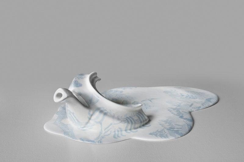 Details-melting-teapot