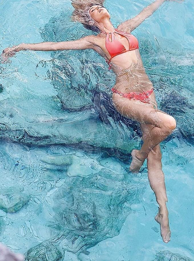 720x970xcandice-swanepoel-bikini-shoot23_jpg_pagespeed_ic_a7_coHAHdH