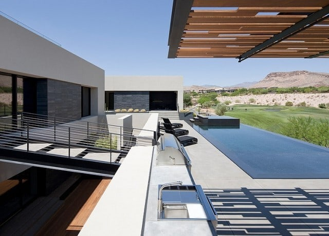 grey_house_in_las_vegas_13