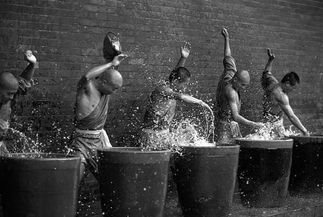 Shaolin-Monks-Training-Tomasz-Gudzowaty-0008