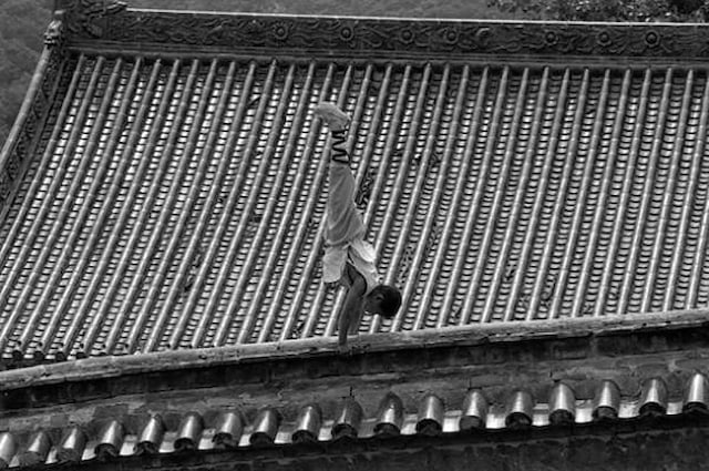 Shaolin-Monks-Training-Tomasz-Gudzowaty-0013