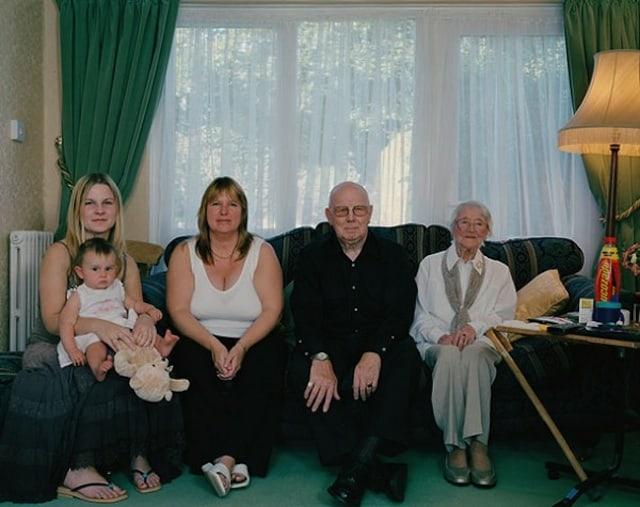 Families_with_5_Generations_in_1_Photo_by_Julian_Germain_2014_04