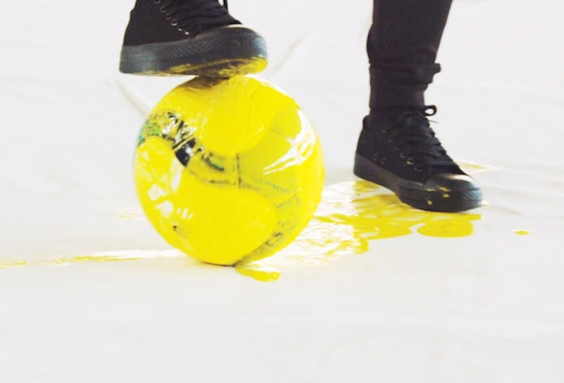 Portraits_of_World_Cup_Superstars_Painted_Only_By_Feet_and_Soccer_Ball_2014_05