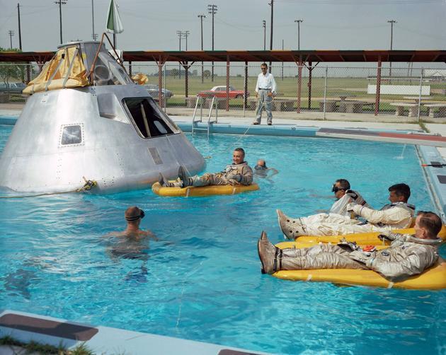Apollo 1 rehearsing water landing