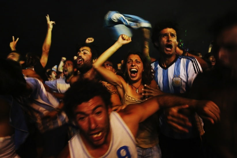 A_Photographic_Journey_Exploring_Crowds_At_The_WORLD_CUP_2014_In_Brazil_by_Jane_Stockdale_2014_04