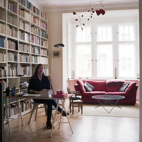 Are_you_really_my_friend_Photographer_Takes_Portraits_Of_Her_Facebook_Friends_In_Their_Homes_Berlin_Germany_2014_05