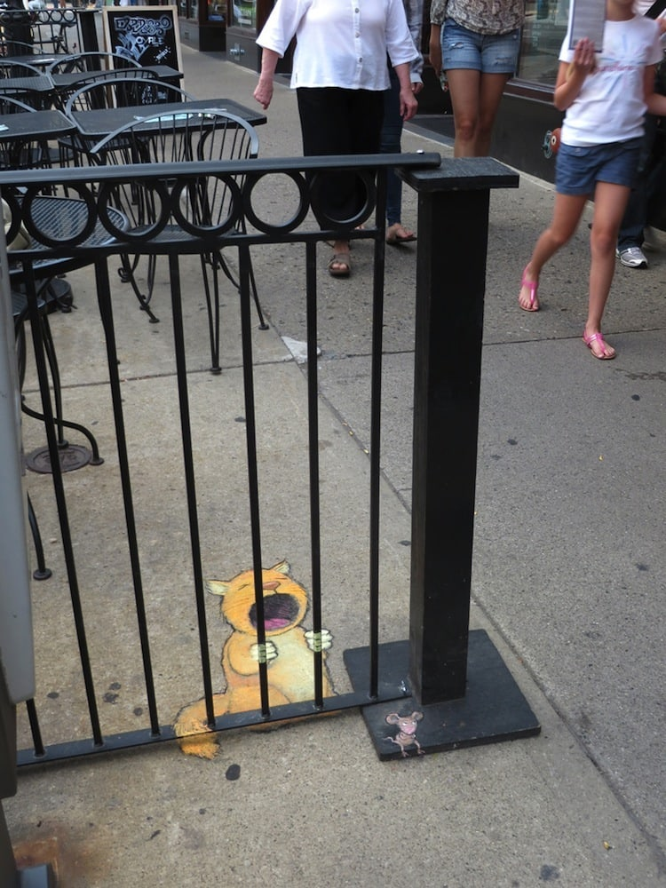Chalk_and_Charcoal_Art_by_David_Zinn_in_the_Streets_of _Ann_Arbor_Michigan_2014_02