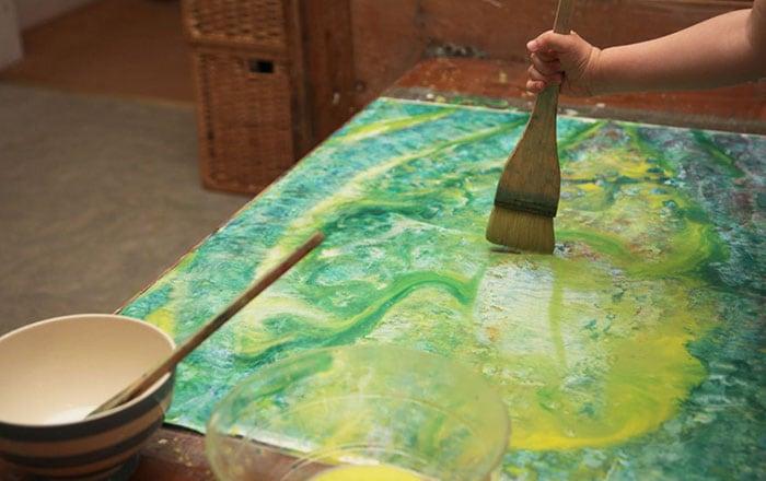 little-girl-painting