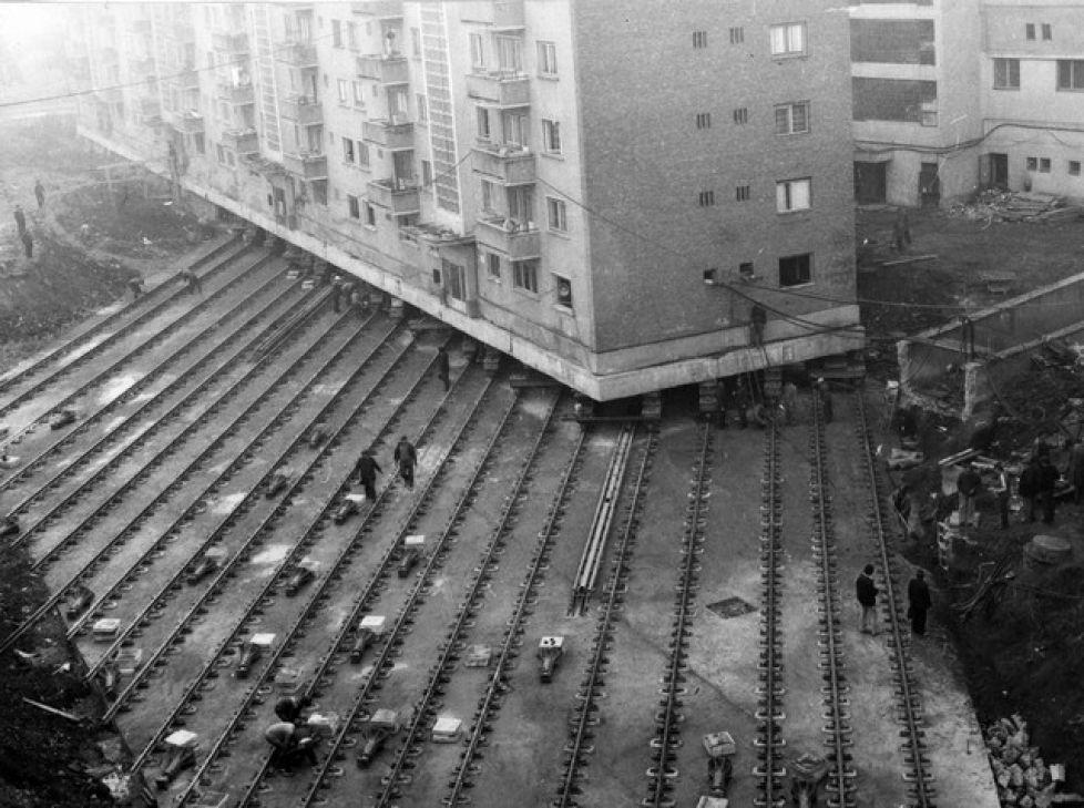 Moving a 7600 ton apartment building to create a boulevard in Alba Iulia, Romania, 1987