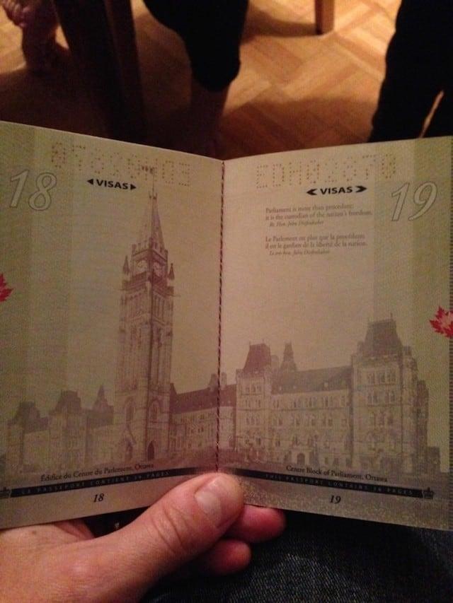 Canadian-Passports-Under-Blacklight_03