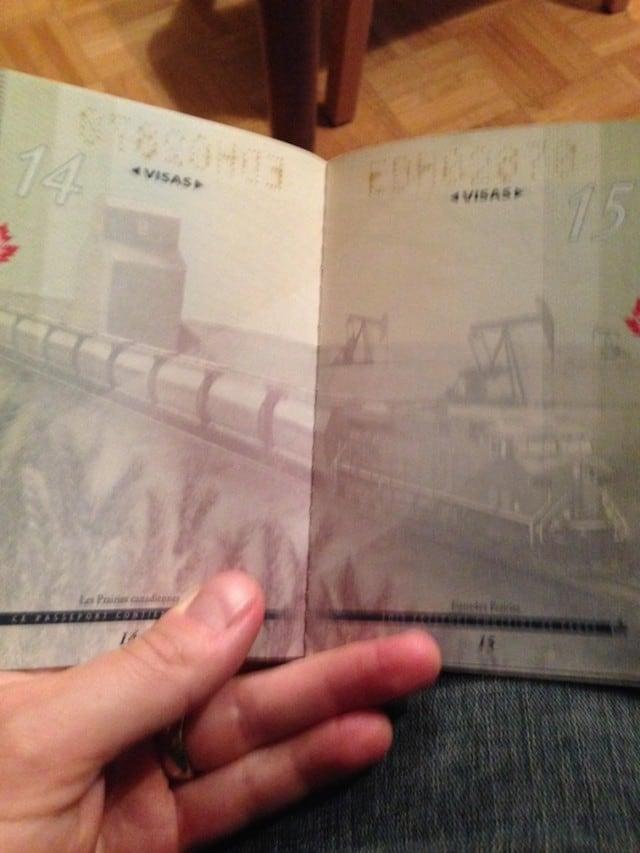 Canadian-Passports-Under-Blacklight_05