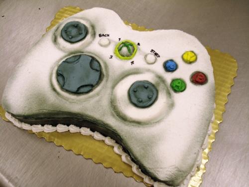 5674455-R3L8T8D-500-360_controller_cake_by_erisana1