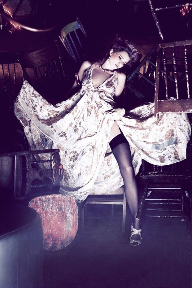 Abbey-Lee-Ellen-von-Unwerth-Vs-Magazine-04-620x930