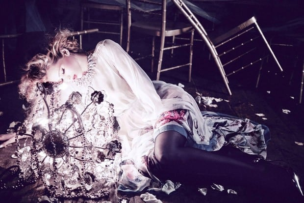 Abbey-Lee-Ellen-von-Unwerth-Vs-Magazine-05-620x413