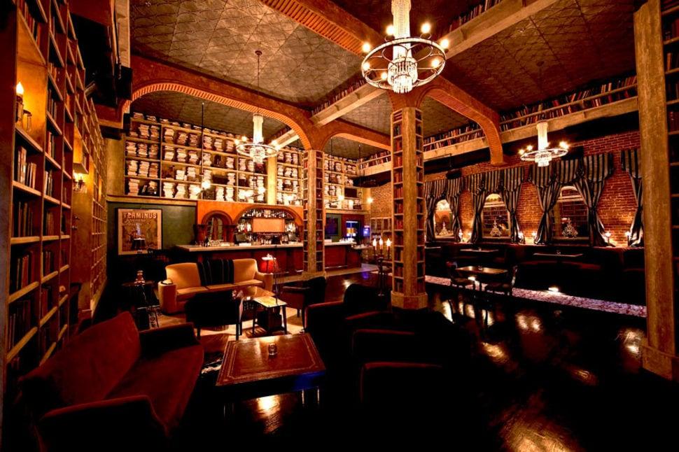 Hemingways Lounge