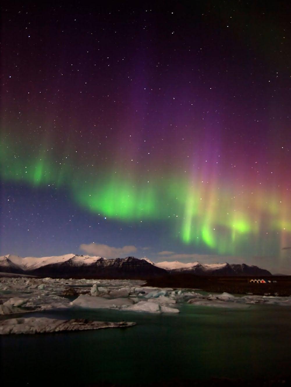 Iceland-aurora-borealis20130223_0002
