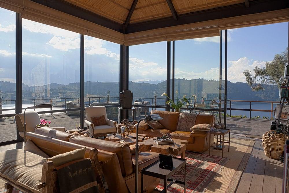 Lake House by Fernando de la Carrera and Alejandro Cavanzo - HomeWorldDesign (11)