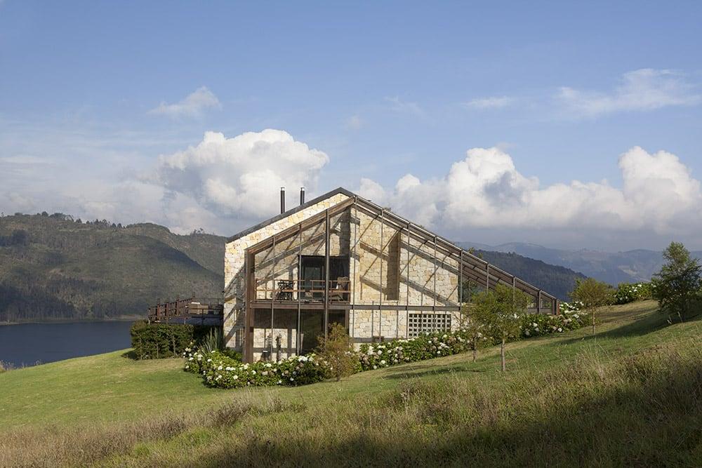 Lake House by Fernando de la Carrera and Alejandro Cavanzo - HomeWorldDesign (4)