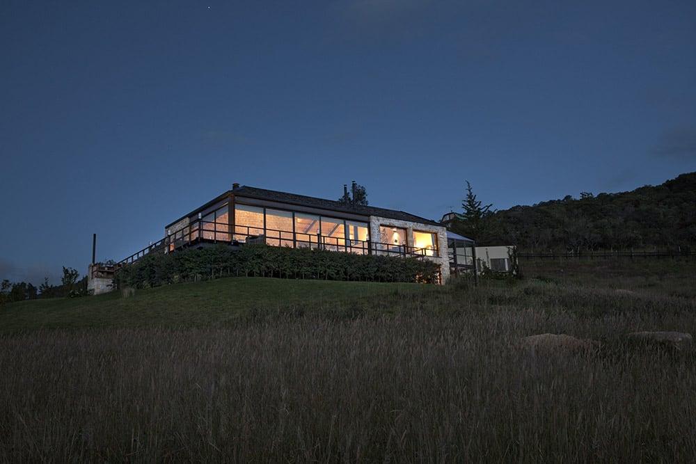 Lake House by Fernando de la Carrera and Alejandro Cavanzo - HomeWorldDesign (6)