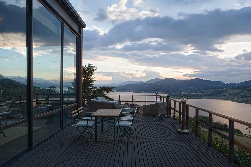 Lake House by Fernando de la Carrera and Alejandro Cavanzo - HomeWorldDesign (8)