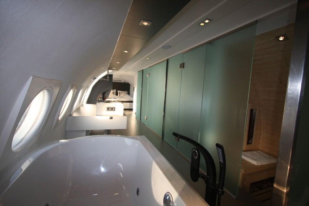 airplane_suite_13