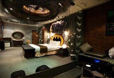 Eden Motel In Taiwan Has a Room Entirely Dedicated to Batman 4