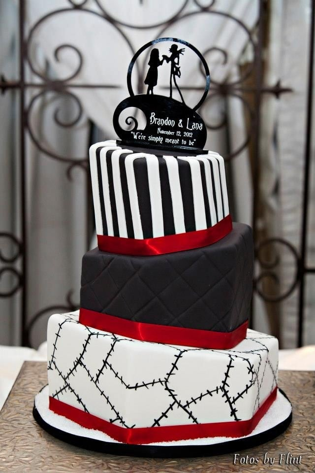perfect halloween nightmare before christmas cake for 2014 party - piano keys chocolate stitches red-f81795