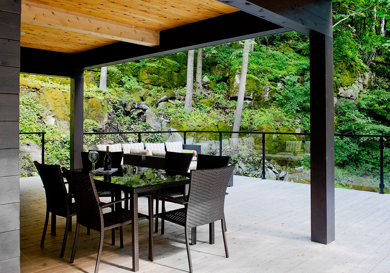 Contemporary-cottage-in-Quebec-by-Boom-Town-21
