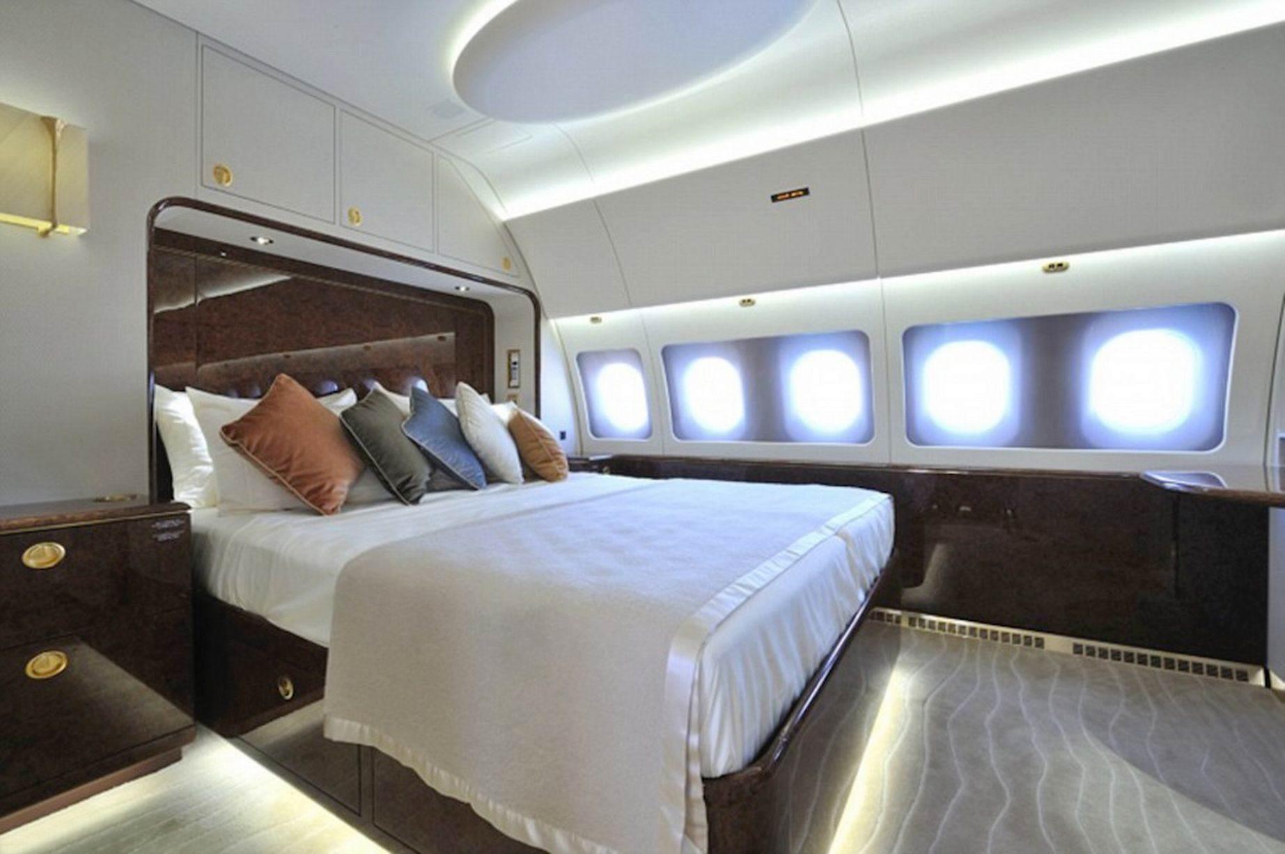 Prince-Charles-private-65565jet