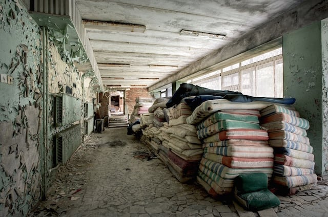 Abandonned-Soviet-Buildings-by-Rebecca-Litchfield11