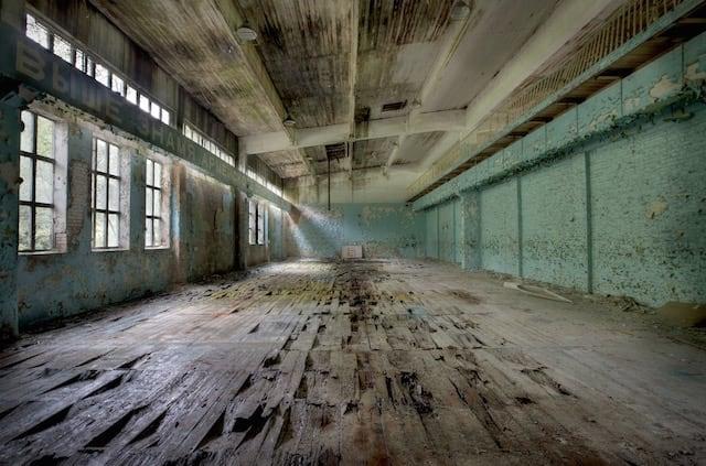 Abandonned-Soviet-Buildings-by-Rebecca-Litchfield12