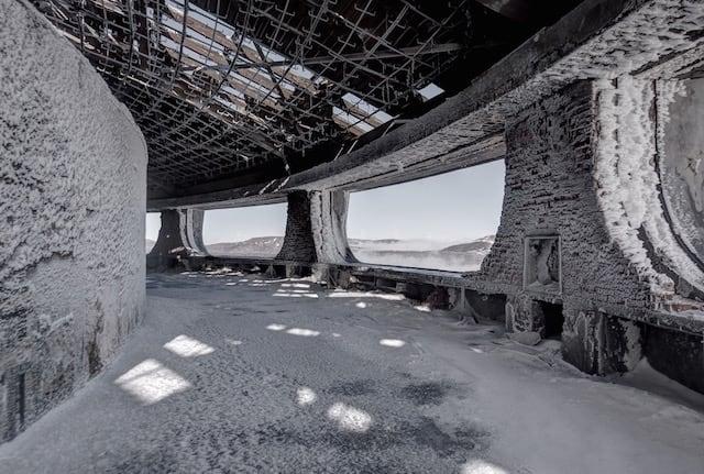 Abandonned-Soviet-Buildings-by-Rebecca-Litchfield2