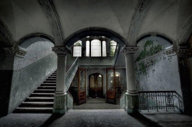 Abandonned-Soviet-Buildings-by-Rebecca-Litchfield3