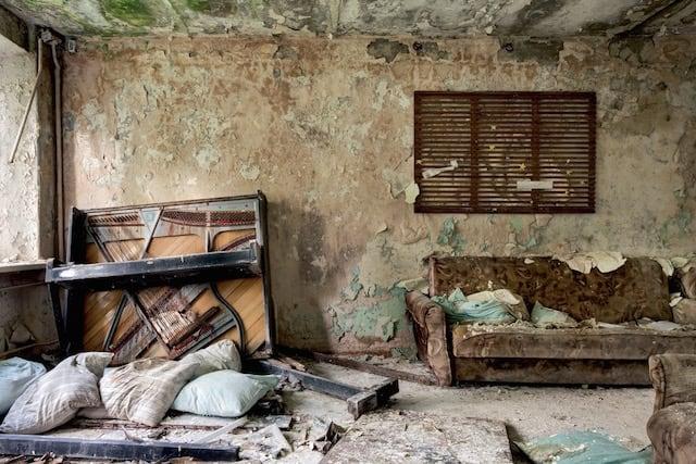 Abandonned-Soviet-Buildings-by-Rebecca-Litchfield8