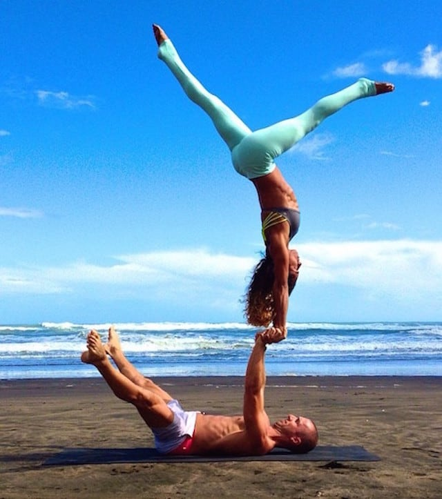 Gravity-Defying-Yoga-Poses-In-Photos_2