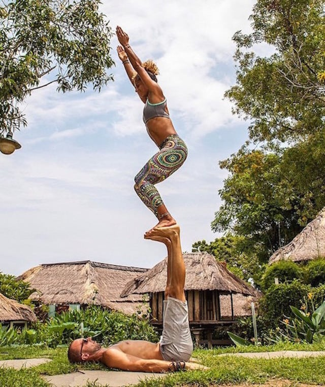 Gravity-Defying-Yoga-Poses-In-Photos_5