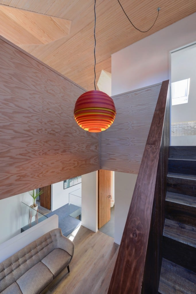 Harmonious-relationship-between-the-old-and-the-contemporary-architecture-House-in-Estoril-HomeWorldDesign-42-683x1024